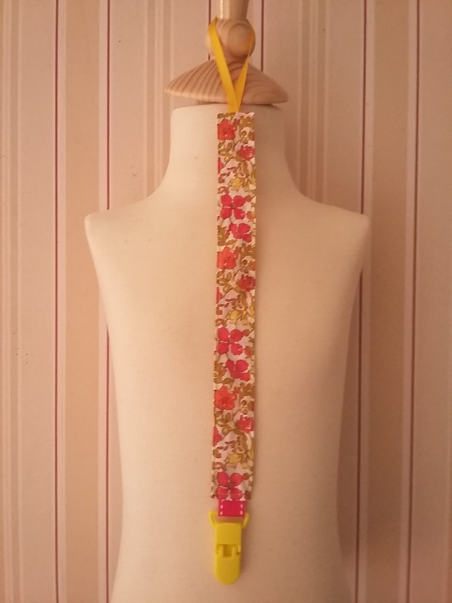 Attache-tétine Liberty Meadow rose et jaune 9 €