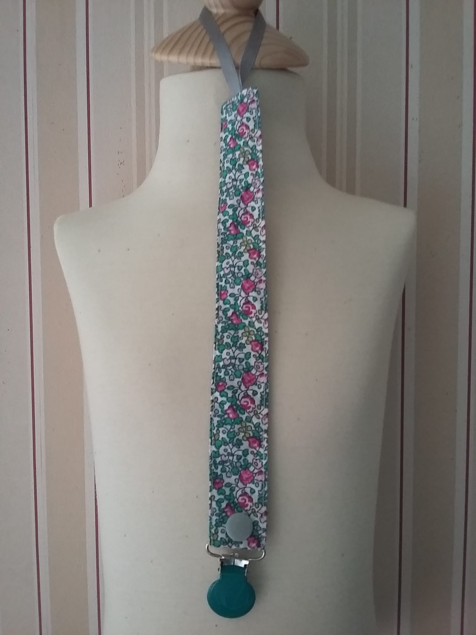 Attache-tétine Liberty Eloise vert et rose 9 €