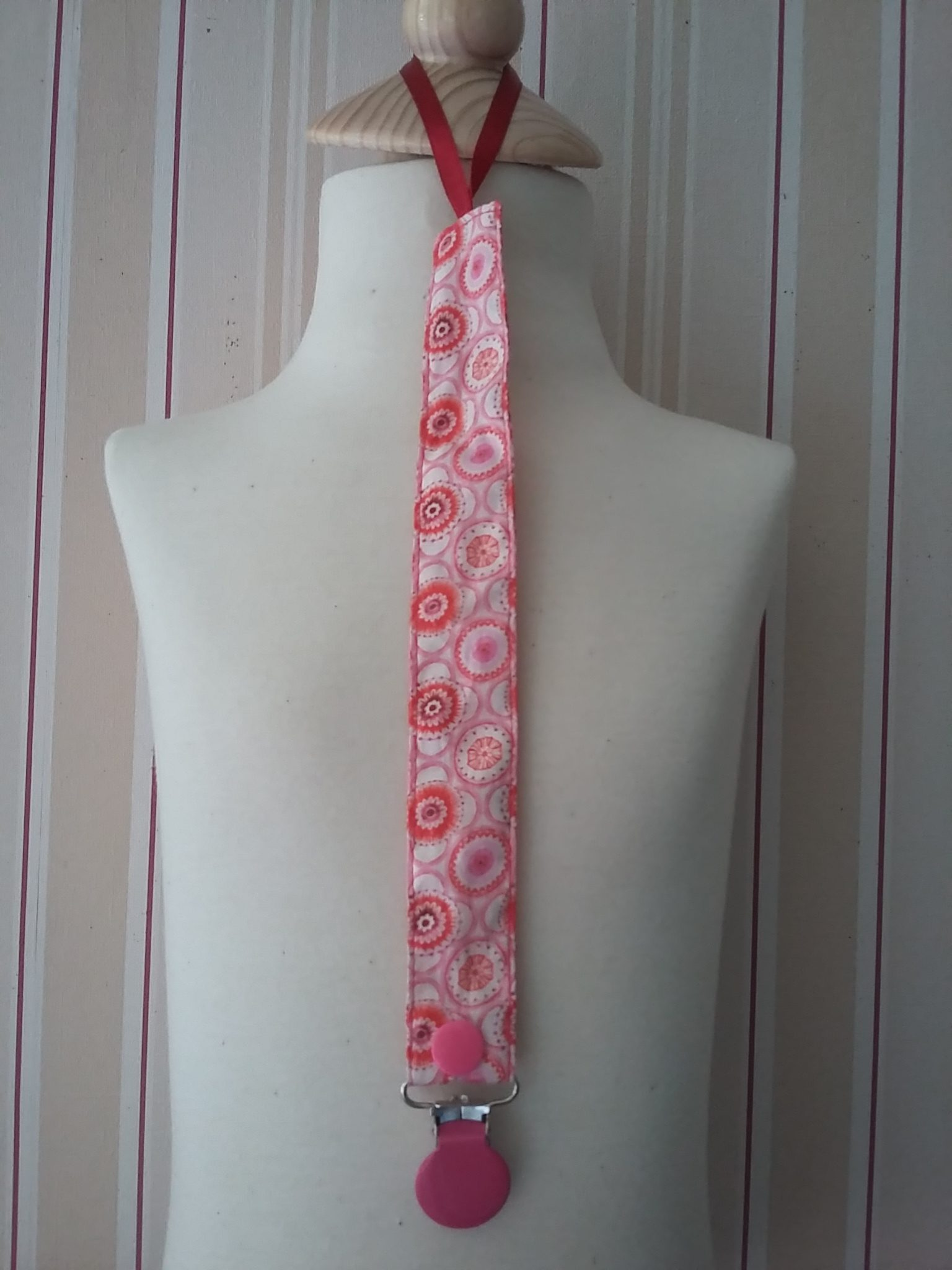 Attache-tétine Liberty Maddock rose 9 €