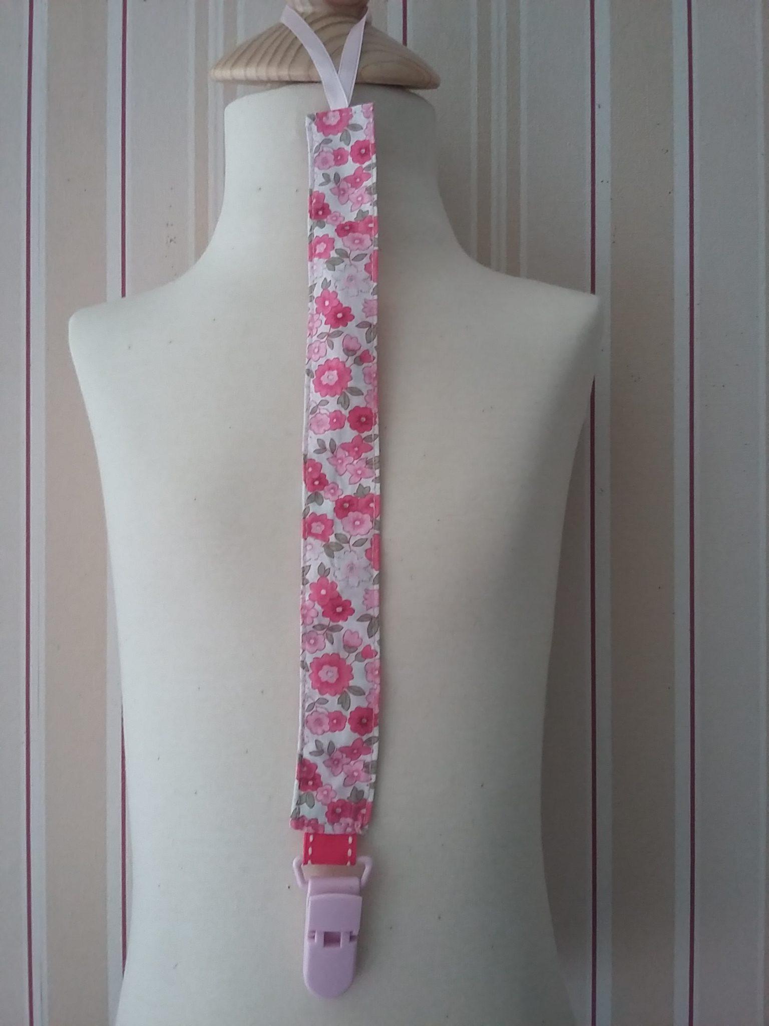Attache-tétine à fleurs roses