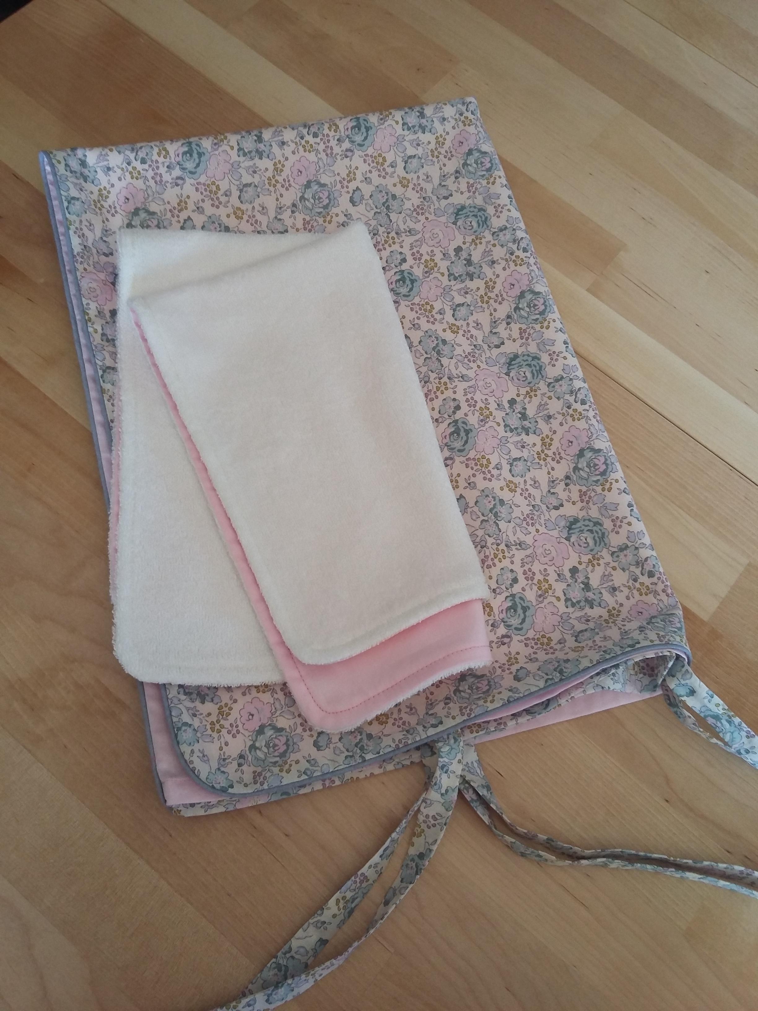 Housse de matelas à langer et serviette éponge assortie
